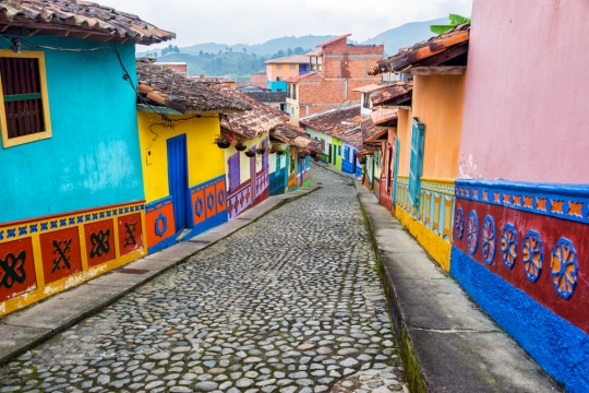 Italian Cultural Events, Living In Paris, And Renting In Colombia
